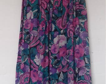 Lovely pleated floral skirt - size 10/12