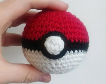 Crochet pokèball replica |amigurumi | pokemon gift | pokèball cosplay