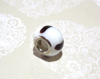 Black and White glass bead