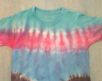 Handmade tie dyed kid's tshirt size small 6/8.