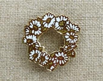 "Daisy Chain // Hard Enamel Cloisonne Lapel Pin 1""// wreath pin // cut out pin // flower enamel pin // daisy enamel pin"