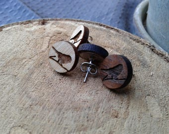 Round wooden stud earrings with bird engraved