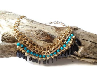 Chic fashion necklace with beads and large chain links