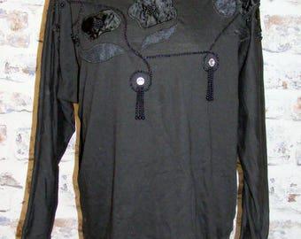 Size 12 vintage 80s long batwing sleeve satin appliqué/beaded top black (GV59)