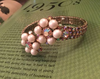 Unique and gorgeous vintage pink rhinestone bracelet with faux pearl flowers (A245)