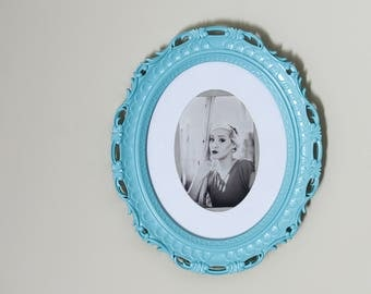 Ornate Round Picture Frame