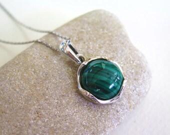 925 Sterling Silver Malachite Pendant - Vintage Necklace - Dainty Necklace - Gemstone Necklace - 925 Sterling Silver Pendant - 100% Round