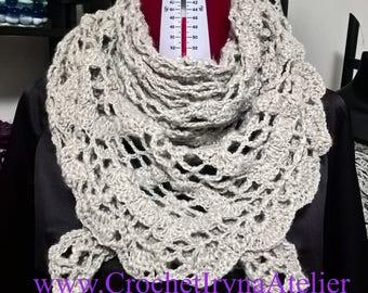 Scialle di lana , scialle a triangolo , fatto a mano , fatto all'uncinetto , modello unico , pezzo esclusivo , scialle copri spalle di lana