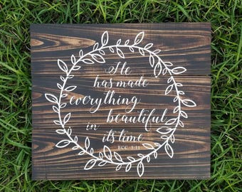 He Has Made Everything Beautiful | Small Wreath | Wood Pallet Sign