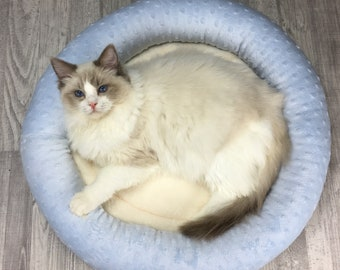 Cat bed | Light blue and white minky cat - kitten - dog bed | Soft and cozy pet bed | Dryer proof |
