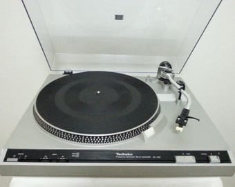Vintage Technics SL-220 Semi-Automatic Turntable/Good Working Condition