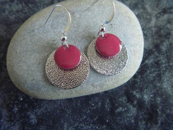 Boucles d 39 oreilles rondes argent es et rouge for Fenetre ronde oreille