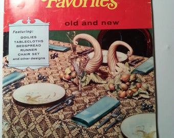 Crochet Favourites Coats & Clark Book no. 104 Vintage Tablecloths Doilies Bedspread