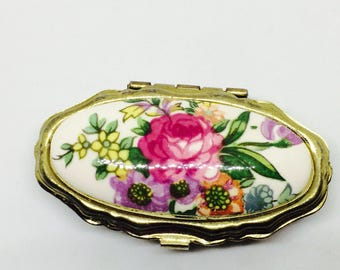 Delithful pill box vintaige with flowers