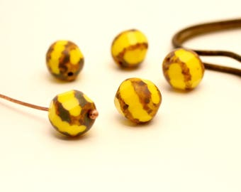 4 round beads Czech glass yellow and honey