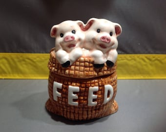 Feed pigs shaker