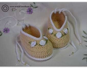 Crochet Baby Shoes / Beige Shoes / Gift for Baby Girl / Crochet Baby Sneakers / Baby Announcement / Newborn Shoes / Newborn Gift / Slippers