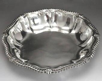 Georgian 1825 English Sterling Silver Classic Form Serving Dish/Bowl