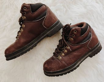 90s vintage Bass hiking boots // women's size 6.5 // women's leather boots // brown leather boots // gifts for her // leather ankle boots