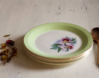 Set of 4 dinner plates, flat, green and flowery, signed mill of wolves, Orchies, from the 1950's