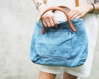 Indigo canvas shoulder bag with linked strap