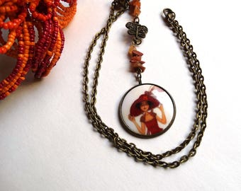 Bronze pendant and its handcrafted porcelain cabochon: the young woman with large Hat