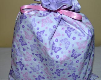 "large pouch lined with links sliding pattern ""butterflies"""