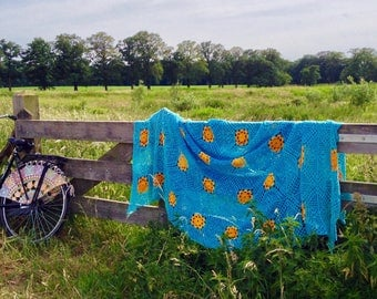 Picnic rug, bedspread, blanket, beach towel. Crochet. 100% cotton. Hole pattern with relief.