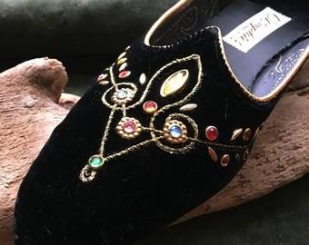 Amazing vintage 1950's black velvet Oomphie loafers with multiple gemstones. Size 7!