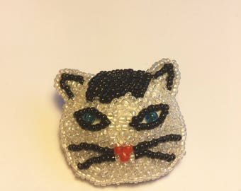 Beaded black and white cat pin/brooch