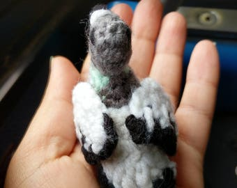 Pigeon amigurumi keychain