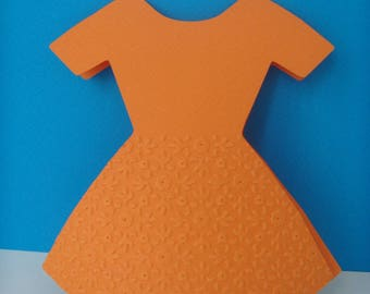 Card embossed with small flowers + envelope orange dress