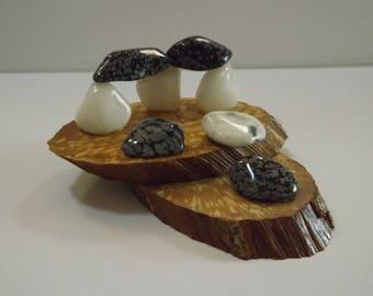 Centre de table - objet de décoration  en pierres minérales naturelles sur tranches de bois