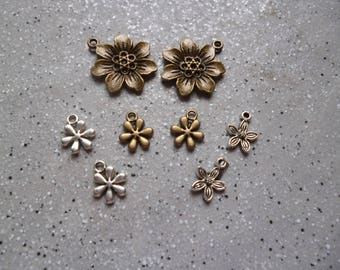 8 charms in silver and bronze metal flowers