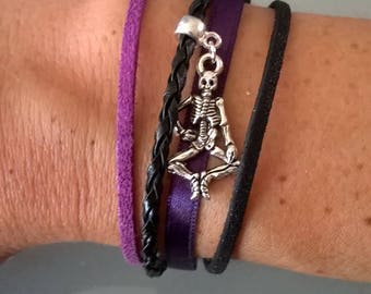 Bracelet with small clip magnet