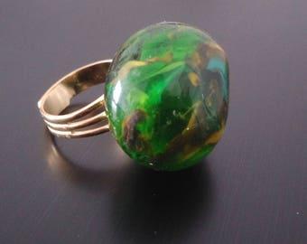 Pebble - shaped slightly meringue ring.