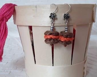 Boucles d oreilles marrons et oranges