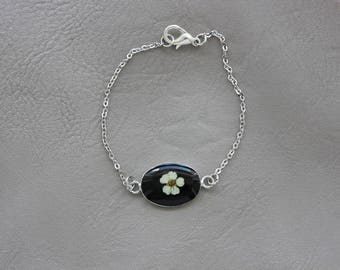Fine bracelet, pendant connector oval 2x1.4 cm, resin and dried flower of spirea
