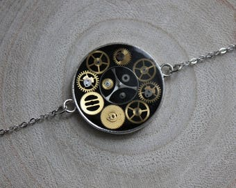 Fine bracelet, round pendant 2.5 cm, resin and watch parts Steampunk