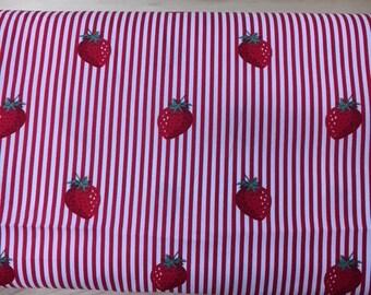 Tissu de coton imprimé fraises fond blanc rayures rouge 150 cm largeur