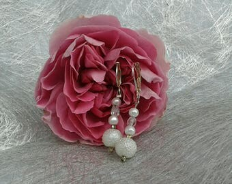 Dangle bridal earrings, white pearls and swarovski crystal