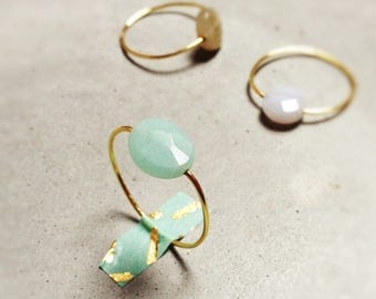 """Ring """"Gemma"""" golden thread of brass and stone choice: amazonite, labradorite, onyx and chalcedony."""