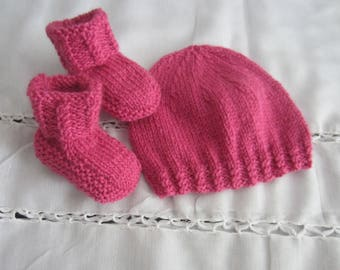 """Set hat and booties """"1 month"""" hot pink"""