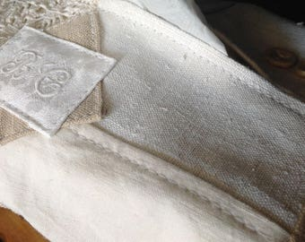 Box with handkerchiefs in linen old Monogram BC