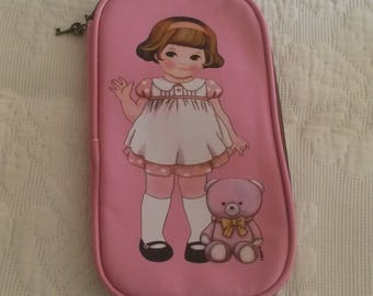 Vintage pink sewing case / little girl from the 50s