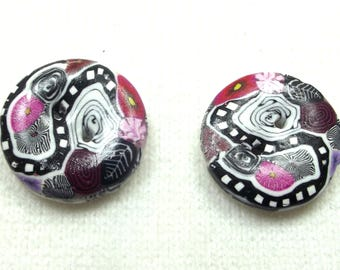2 buttons 2.4 cm black, white, pink