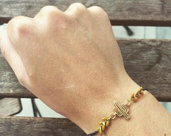 Bracelet élastique ethnique avec cactus en laiton doré et chaine en épi moutarde
