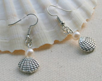 Shells and pearly white pearls earrings