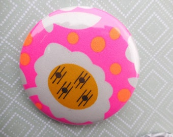 badge pin with plasticized fabric neon pink, round shape