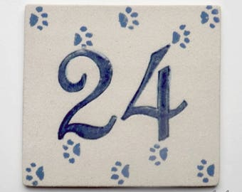 Door entrance in stoneware, number 24, original design cat paws
